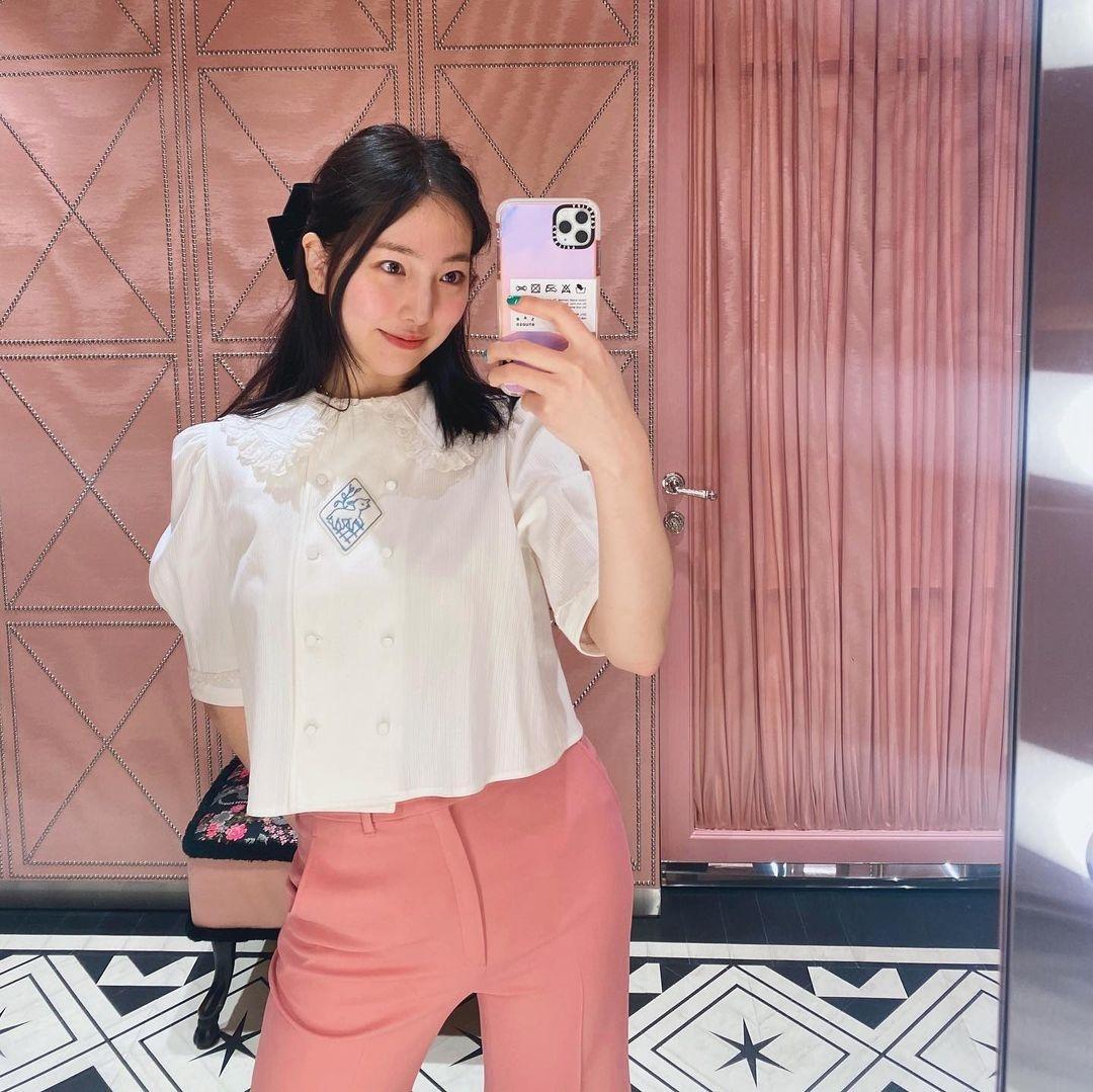 Check nhanh 9 cách diện áo blouse đẹp mê từ sao Hàn, đang bí ý tưởng lên đồ quẩy cuối tuần thì xem ngay! - Ảnh 9.