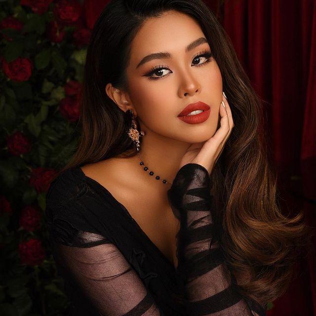 Tiên Nguyễn từ style đến makeup đều đậm chất Tây, khi để mặt mộc lộ nhược điểm nhưng vẫn được khen xinh hết lời