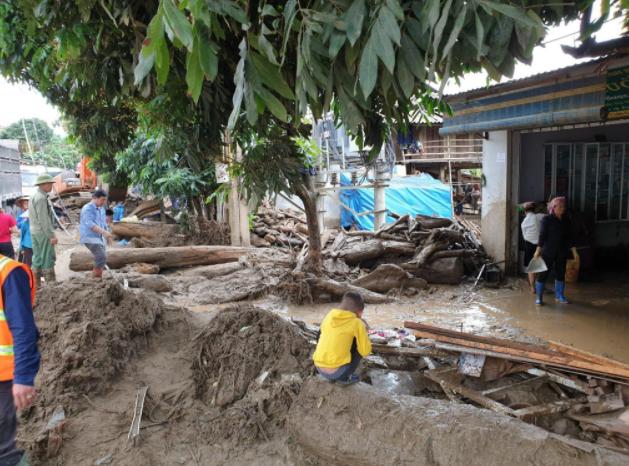 Hiện trường tan hoang sau vụ lũ ống lịch sử càn quét làm 3 người tử vong ở Lào Cai - Ảnh 6.