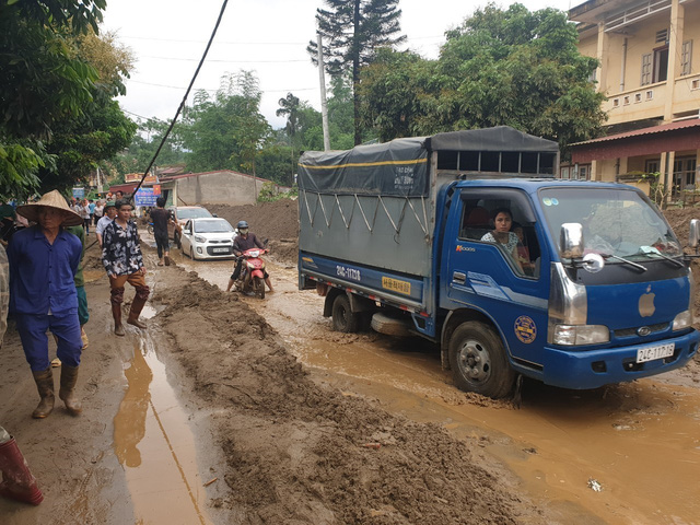 Hiện trường tan hoang sau vụ lũ ống lịch sử càn quét làm 3 người tử vong ở Lào Cai - Ảnh 9.