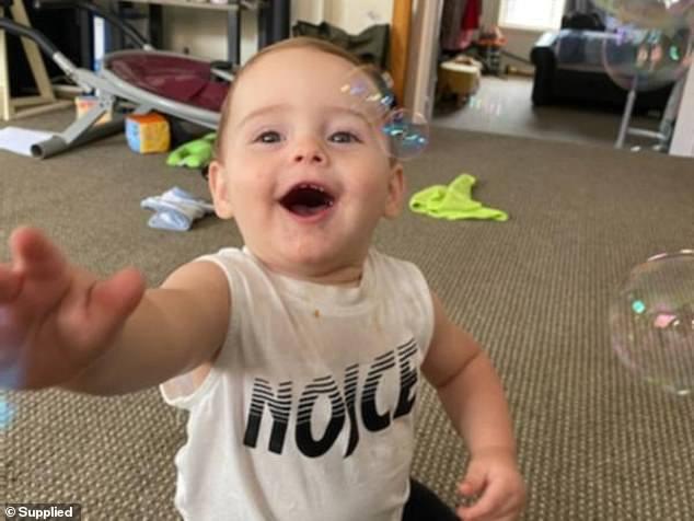 Bé trai 11 tháng tuổi tử vong sau khi ngậm một quả bóng bay trong miệng lúc mẹ đang nấu cơm - Ảnh 2.