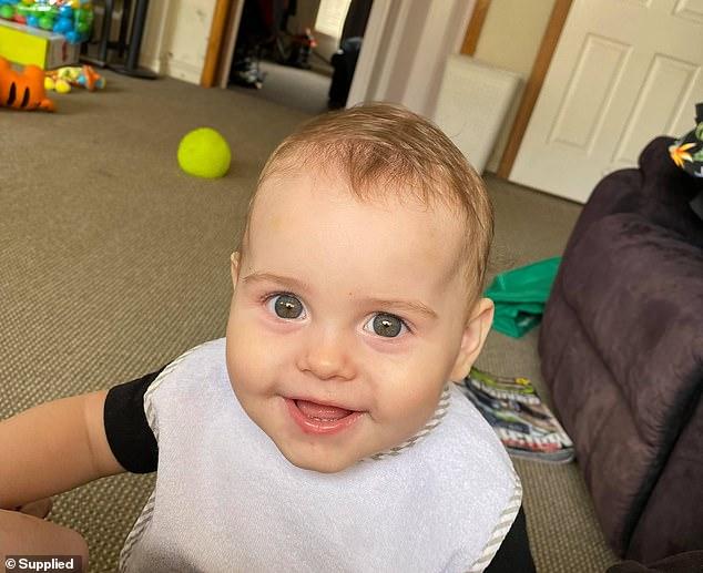 Bé trai 11 tháng tuổi tử vong sau khi ngậm một quả bóng bay trong miệng lúc mẹ đang nấu cơm - Ảnh 1.