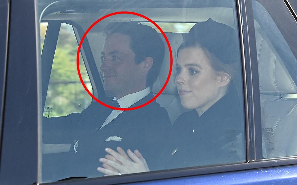 Khoảnh khắc vợ chồng Công chúa Beatrice nở nụ cười khi đến dự đám tang Hoàng tế Philip gây chú ý, hành động sau đó xua đi tất cả ngờ vực