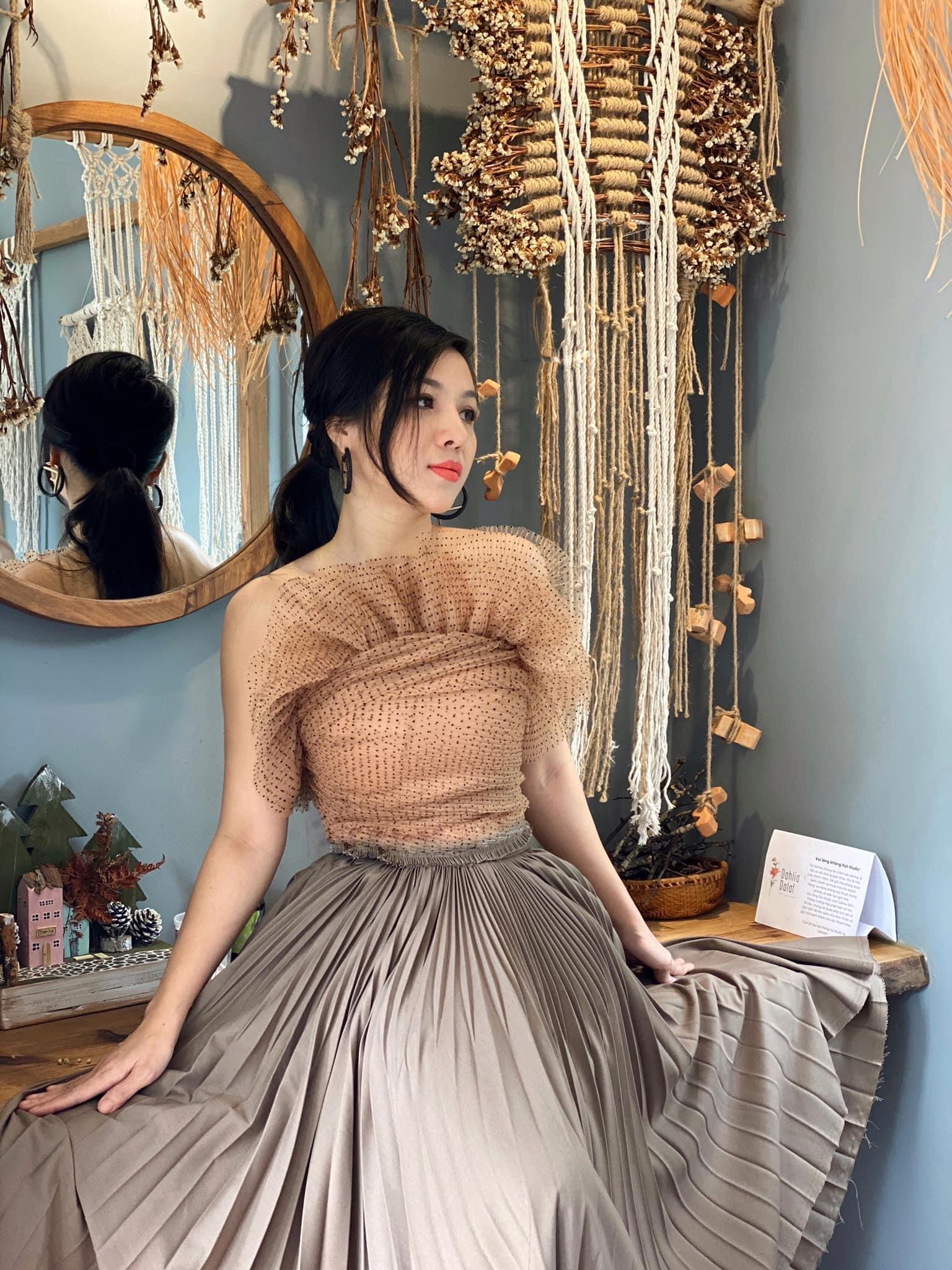 Cuộc sống hiện tại của vợ cũ của cố NS Vân Quang Long: Thân thiết với loạt sao Vbiz, check in sang chảnh, du lịch khắp nơi - Ảnh 6.