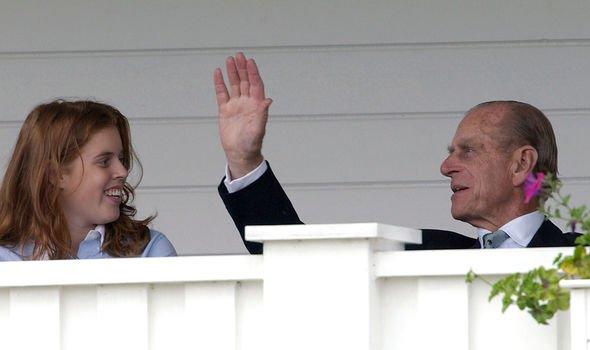 Khoảnh khắc vợ chồng Công chúa Beatrice nở nụ cười khi đến dự đám tang Hoàng tế Philip gây chú ý, hành động sau đó xua đi tất cả ngờ vực - Ảnh 6.