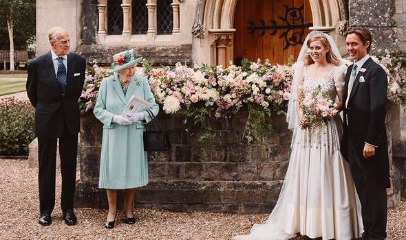 Khoảnh khắc vợ chồng Công chúa Beatrice nở nụ cười khi đến dự đám tang Hoàng tế Philip gây chú ý, hành động sau đó xua đi tất cả ngờ vực - Ảnh 5.