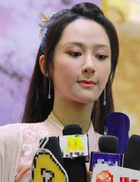 Dương Tử đăng ảnh mẹ đóng phim, netizen kêu gào về nhan sắc và lôi cả chuyện phẫu thuật thẩm mỹ ra mắng - Ảnh 7.