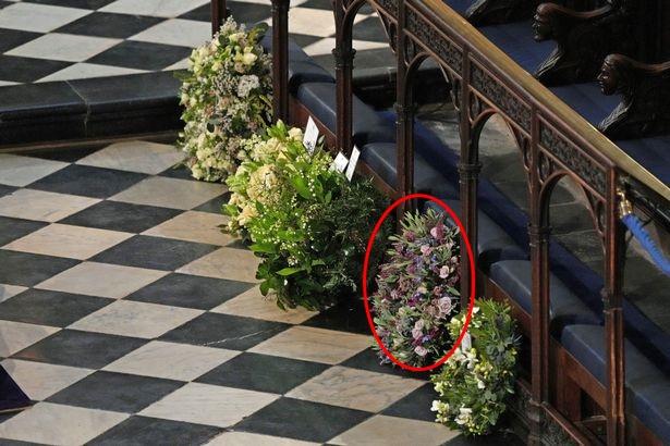 Chuyên gia vạch trần chiêu trò của Meghan Markle khi gửi vòng hoa, thư tay đến tang lễ Hoàng tế Philip 001