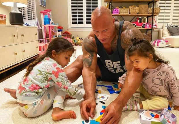 Thái cực đối lập của 2 thánh cơ bắp Hollywood khi chăm con: The Rock hóa bánh bèo, Thor lại cục súc dốc ngược cả con - Ảnh 5.