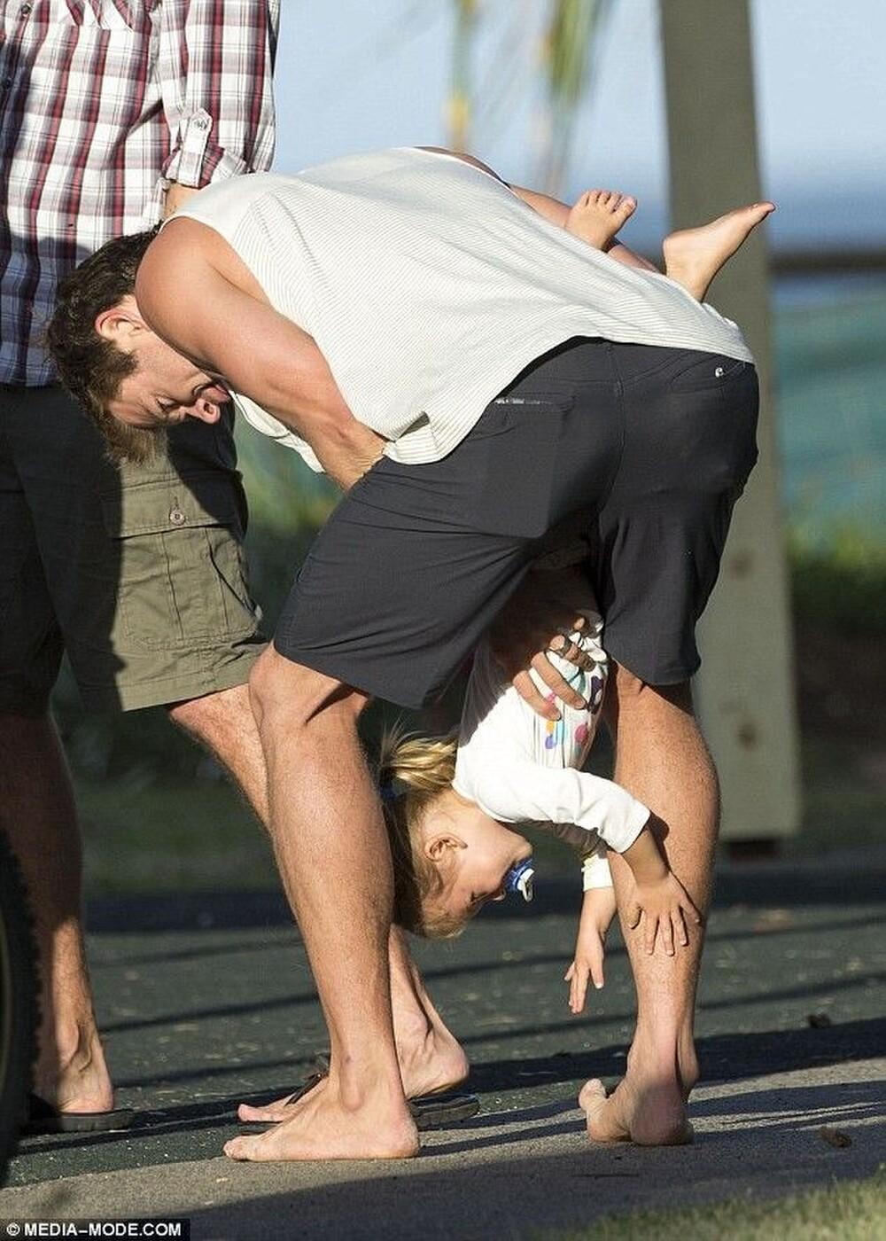 Thái cực đối lập của 2 thánh cơ bắp Hollywood khi chăm con: The Rock hóa bánh bèo, Thor lại cục súc dốc ngược cả con - Ảnh 13.