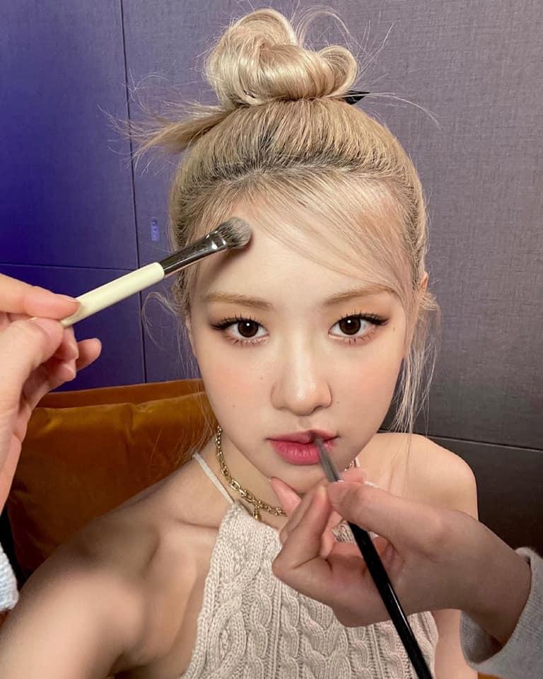 """Hà Tăng, Nhã Phương đến Rosé cùng lăng xê cho 1 kiểu tóc, hội chị em diện đến công sở là """"max sang"""" - Ảnh 6."""
