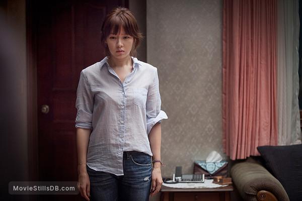 """Son Ye Jin bị lôi vào tranh cãi vì bị xếp """"chung mâm"""" với """"điên nữ"""" Seo Ye Ji, fan giành giật danh hiệu nữ hoàng phim kinh dị  - Ảnh 3."""