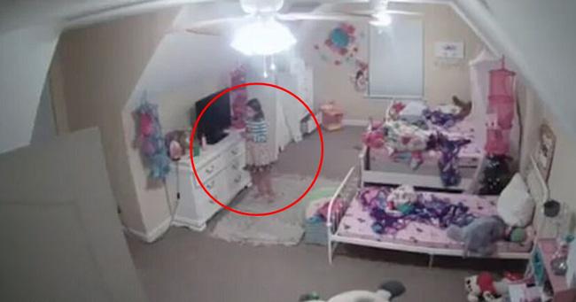 """Nghe âm thanh """"ân ái"""" phát ra từ phòng ngủ con gái 5 tháng tuổi, mẹ chạy đi kiểm tra rồi chưng hửng phát hiện nguồn cơn - Ảnh 4."""