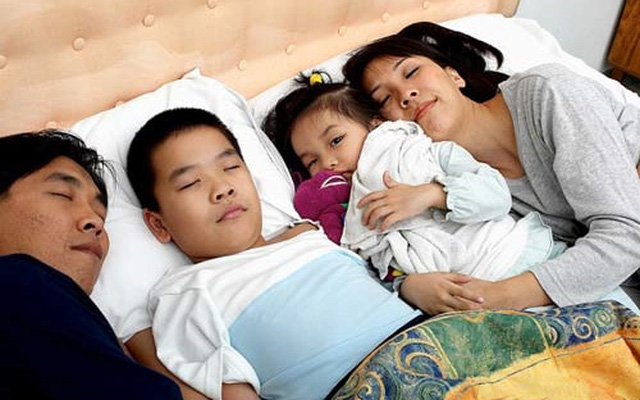 Con gái 12 tuổi vẫn nằm chung giường với bố, nửa đêm xảy ra sự việc, người bố liền ngay lập tức tách phòng - Ảnh 3.