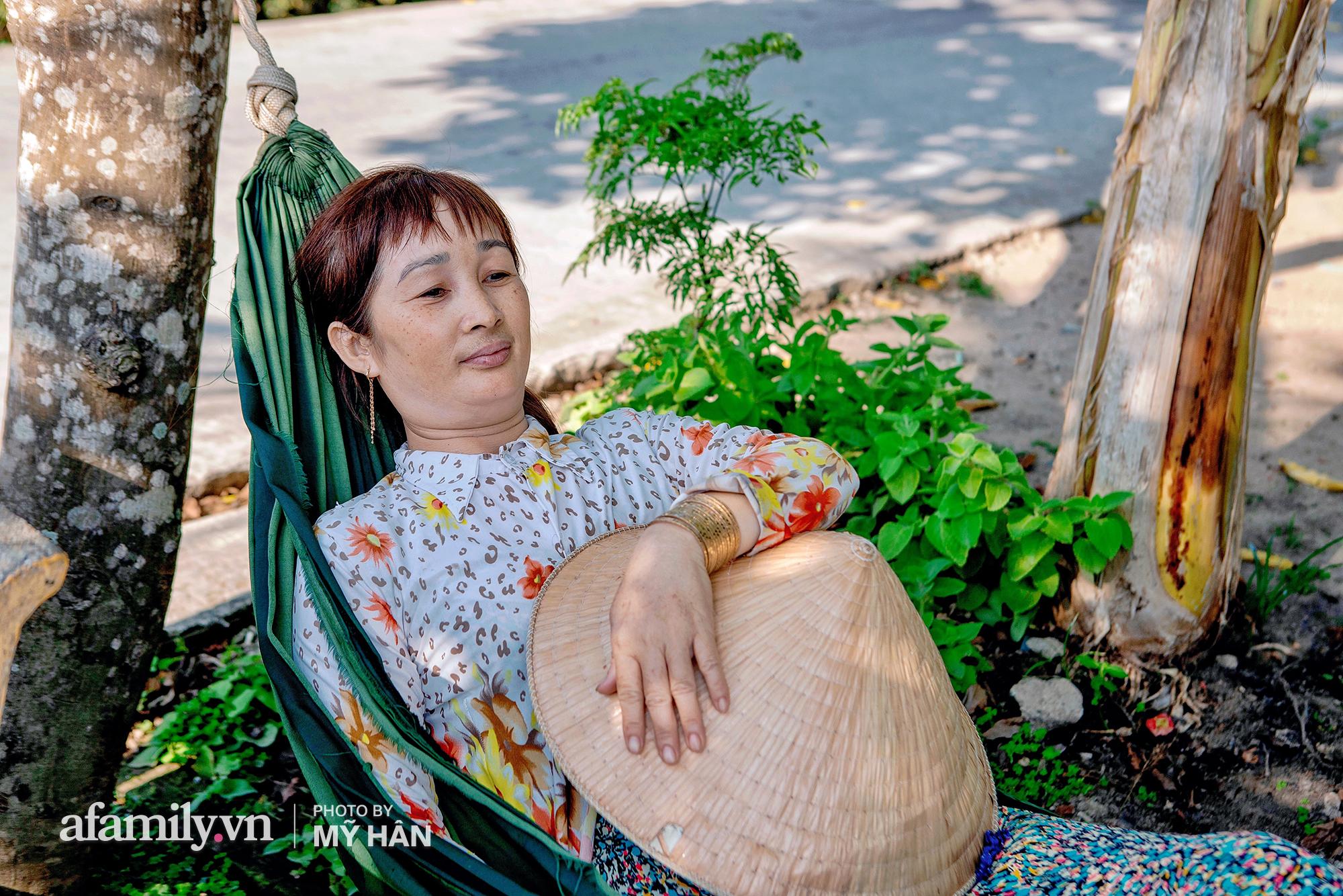 """Hiện tượng """"cuồng Ximen"""" của phụ nữ miền Tây, cứ về quê là bà nào cũng đeo vàng cả khúc, dù bị chê """"quê mùa"""" nhưng mấy ai biết đây lại là xứ xài vàng nhiều nhất Việt Nam! - Ảnh 10."""