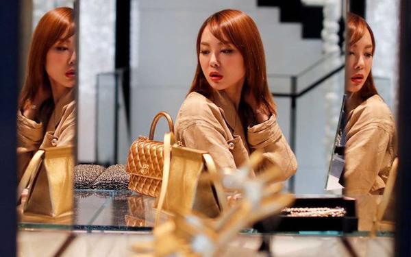Hưởng thụ kiểu gái U30: Độc thân, thoải mái ăn tối nhà hàng, đi du lịch cuối tuần, chưa hết tháng đã hết tiền dù lương 35 triệu - Ảnh 1.
