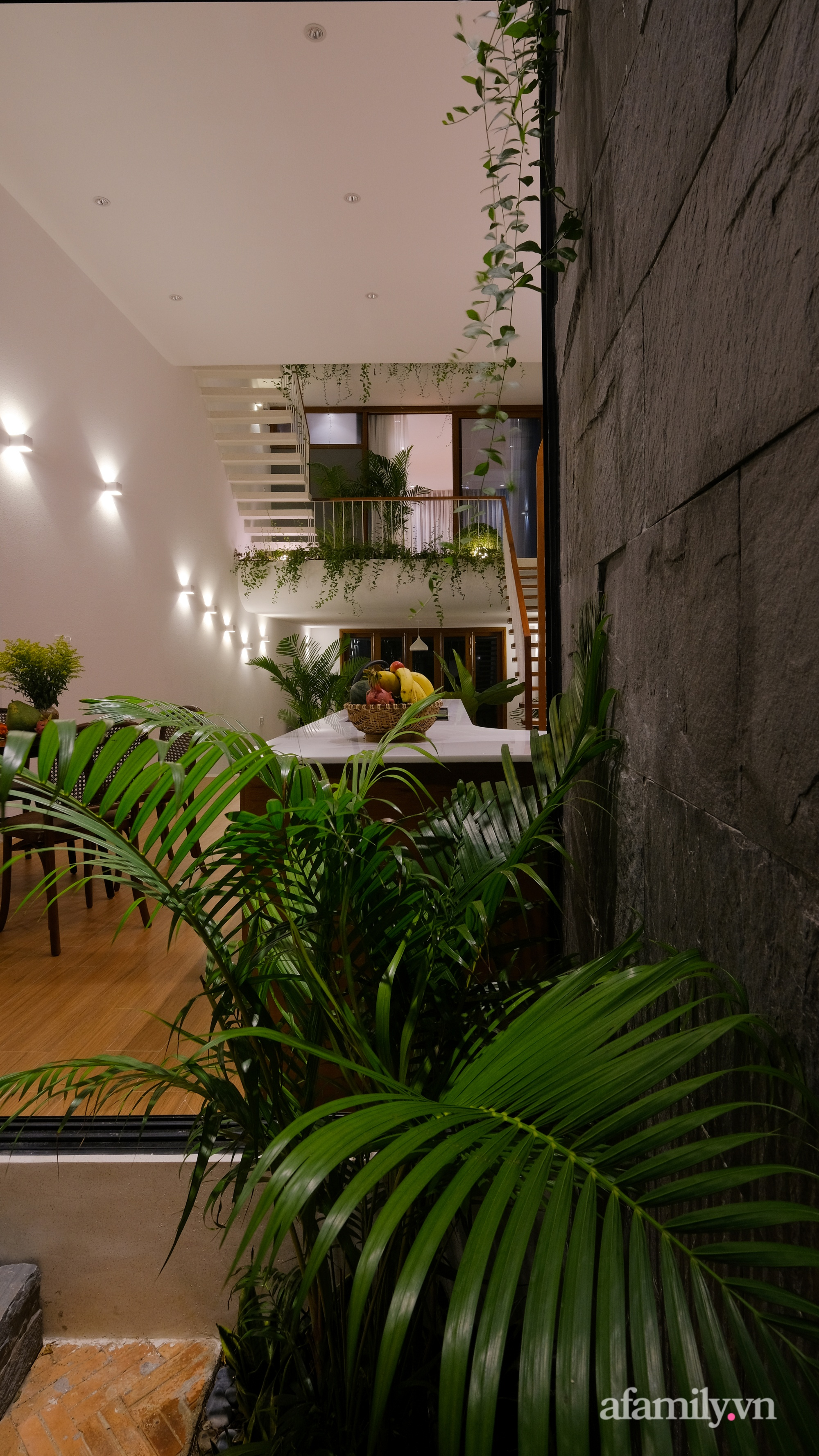 Nhà phố hướng Tây vẫn mát mẻ không cần điều hòa nhờ thiết kế gần gũi với thiên nhiên ở Nha Trang - Ảnh 10.