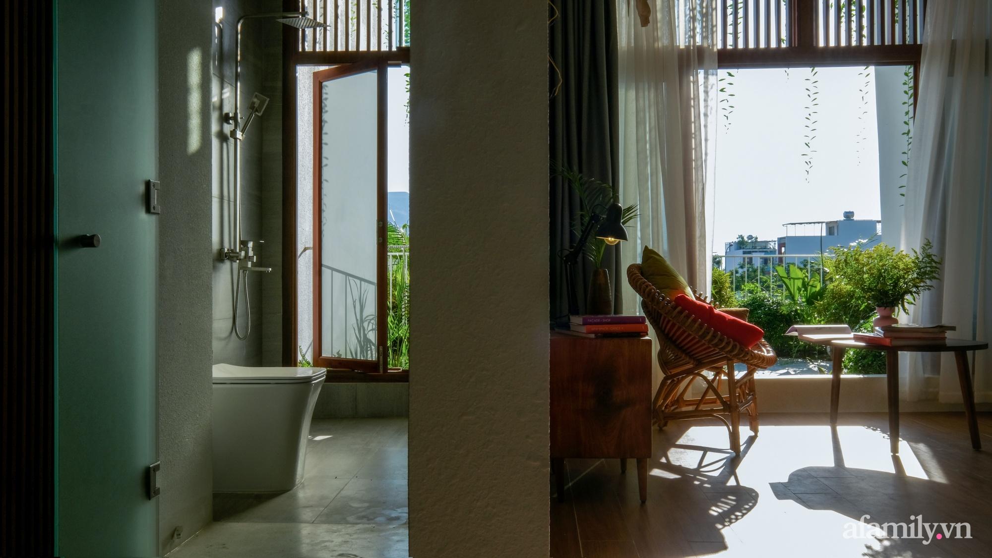 Nhà phố hướng Tây vẫn mát mẻ không cần điều hòa nhờ thiết kế gần gũi với thiên nhiên ở Nha Trang - Ảnh 19.