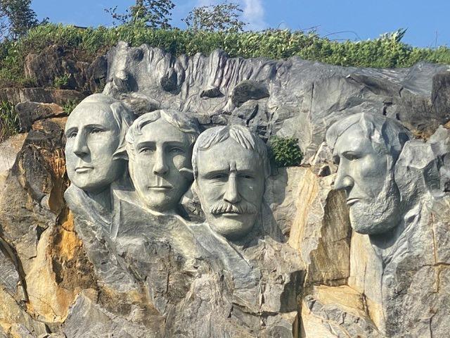 Xuất hiện bức tượng nữ thần tự do phiên bản đột biến ở Sa Pa: Chính quyền lập đoàn kiểm tra - Ảnh 2.