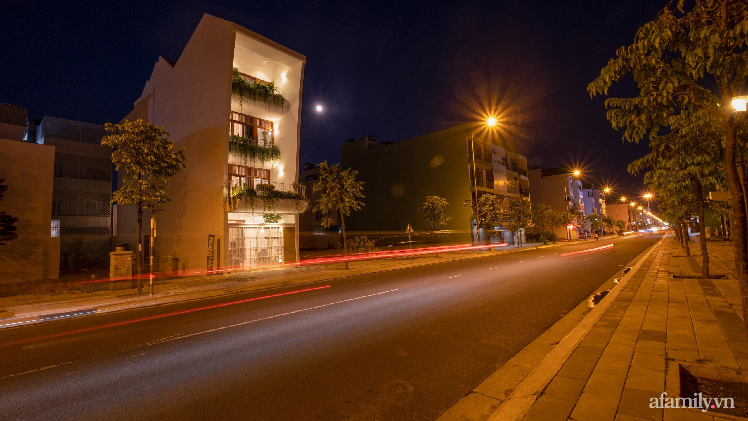 Nhà phố hướng Tây vẫn mát mẻ không cần điều hòa nhờ thiết kế gần gũi với thiên nhiên ở Nha Trang - Ảnh 1.