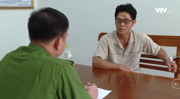 Gã đàn ông hiếp dâm, sát hại bé gái 5 tuổi ở Bà Rịa - Vũng Tàu: Nét mặt rợn người, vẻ mặt thản nhiên ngồi rung đùi tại cơ quan công an - Ảnh 2.