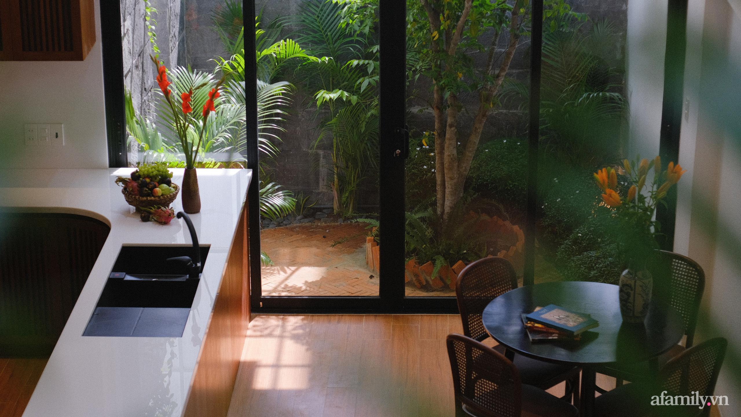 Nhà phố hướng Tây vẫn mát mẻ không cần điều hòa nhờ thiết kế gần gũi với thiên nhiên ở Nha Trang - Ảnh 11.