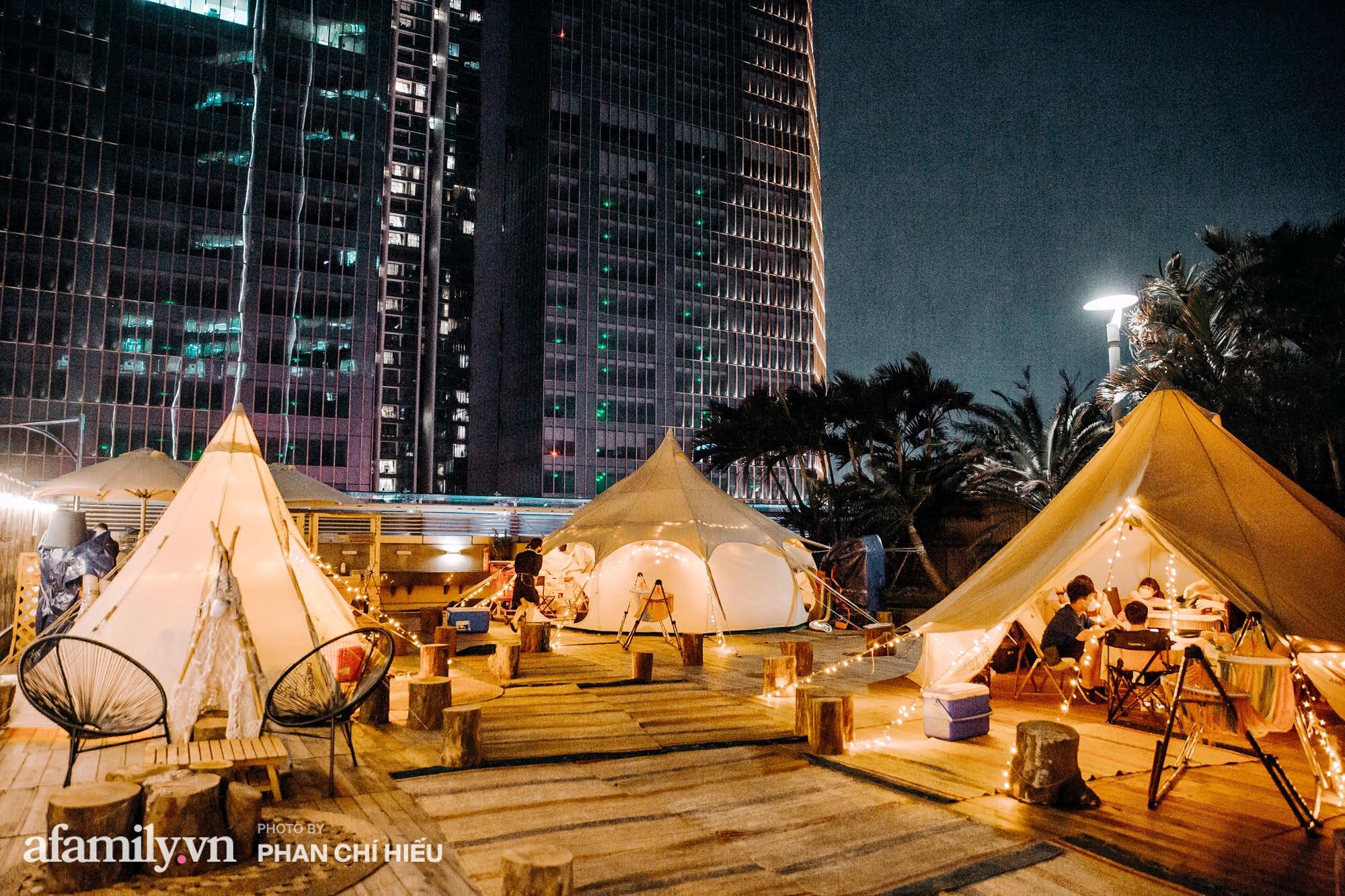 """Siêu Hot: Glamping - Cắm trại xa xỉ trên nóc tòa nhà cao nhất Hà Nội, một khung cảnh """"cam kết"""" đẹp hơn cả trên phim với 1 loạt trải nghiệm vô cùng thú vị dành cho cả gia đình - Ảnh 1."""