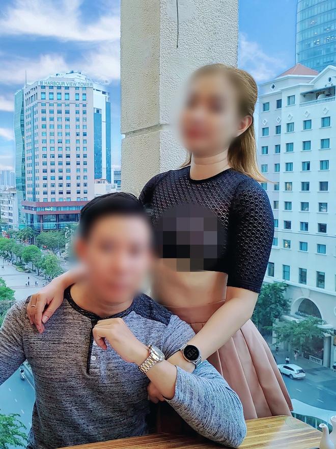 Người phụ nữ thả rông đi khắp nơi tiếp tục khiến nhiều người nhức mắt, đỏ mặt 008