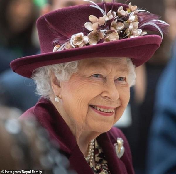 Trong ngày sinh nhật tuổi 95, Nữ hoàng Anh bất ngờ lên tiếng sau sự ra đi của bạn đời, cho thấy sự tinh tế và đẳng cấp không ai có được - Ảnh 3.