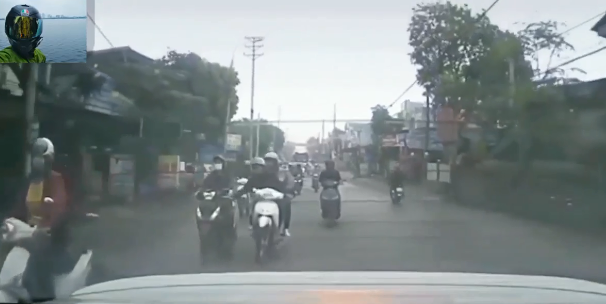 """Chạy xe máy áp sát rồi vỗ mông cô gái, 2 thanh niên suýt phải trả giá """"đắt"""" - Ảnh 2."""
