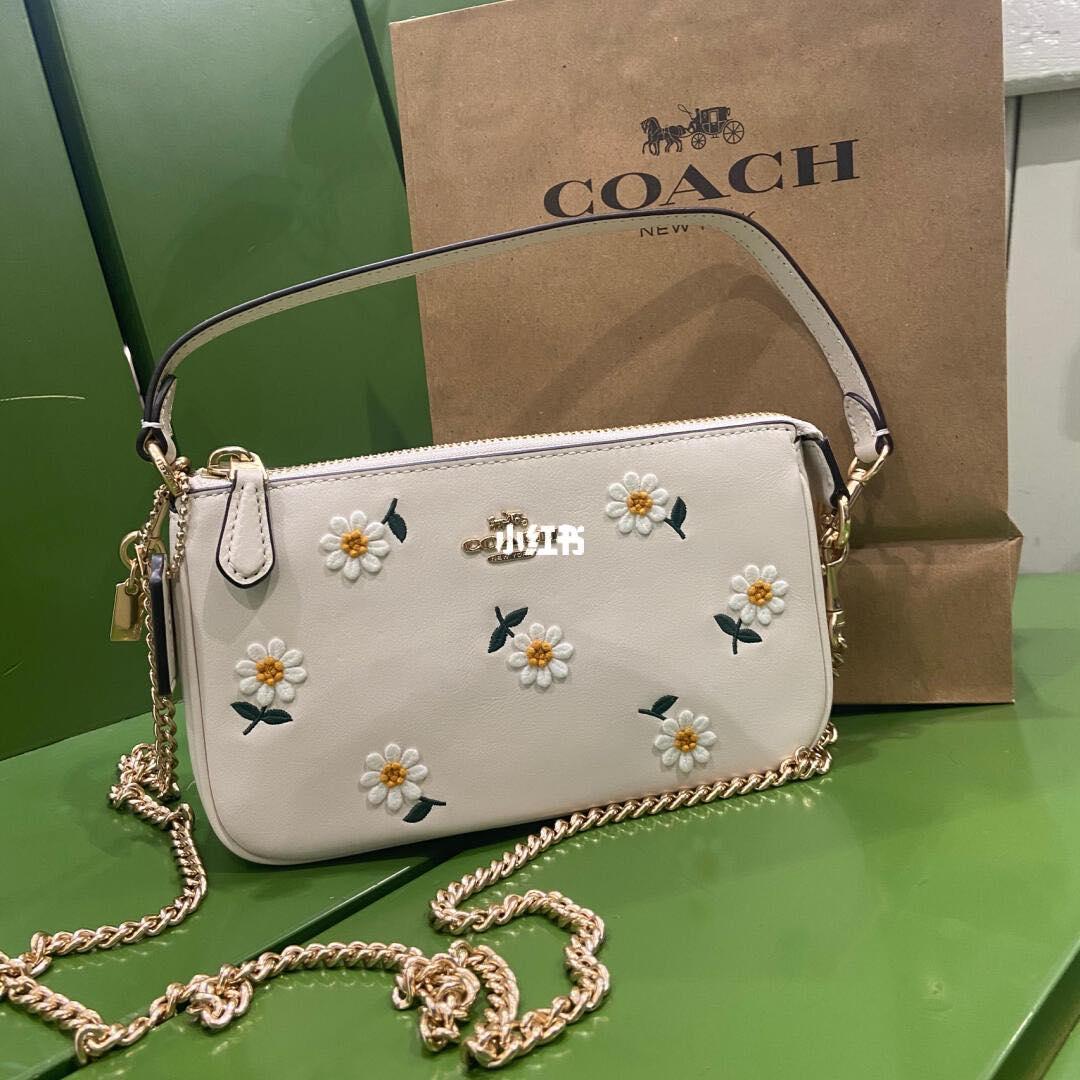 Túi Coach hoa cúc đang hot rần rần, đến hàng fake giá bằng 1/100 giá gốc cũng khiến dân tình phát cuồng - Ảnh 4.