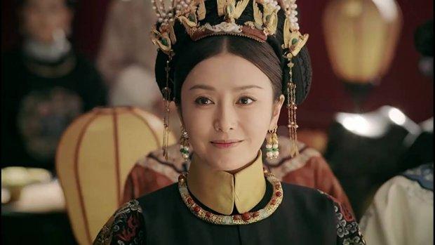 Hé lộ vòng eo siêu thực ở tuổi 41 của Phú Sát Hoàng hậu: - Ảnh 1.