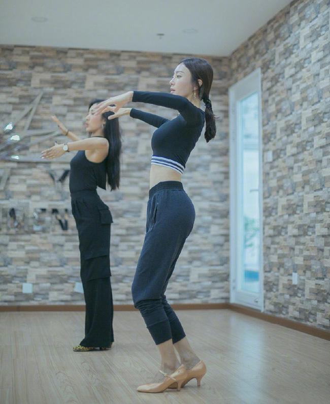 Hé lộ vòng eo siêu thực ở tuổi 41 của Phú Sát Hoàng hậu: Thành quả nhờ cả vào 6 tip giúp eo thon bụng phẳng mà cô áp dụng suốt nhiều năm qua - Ảnh 6.
