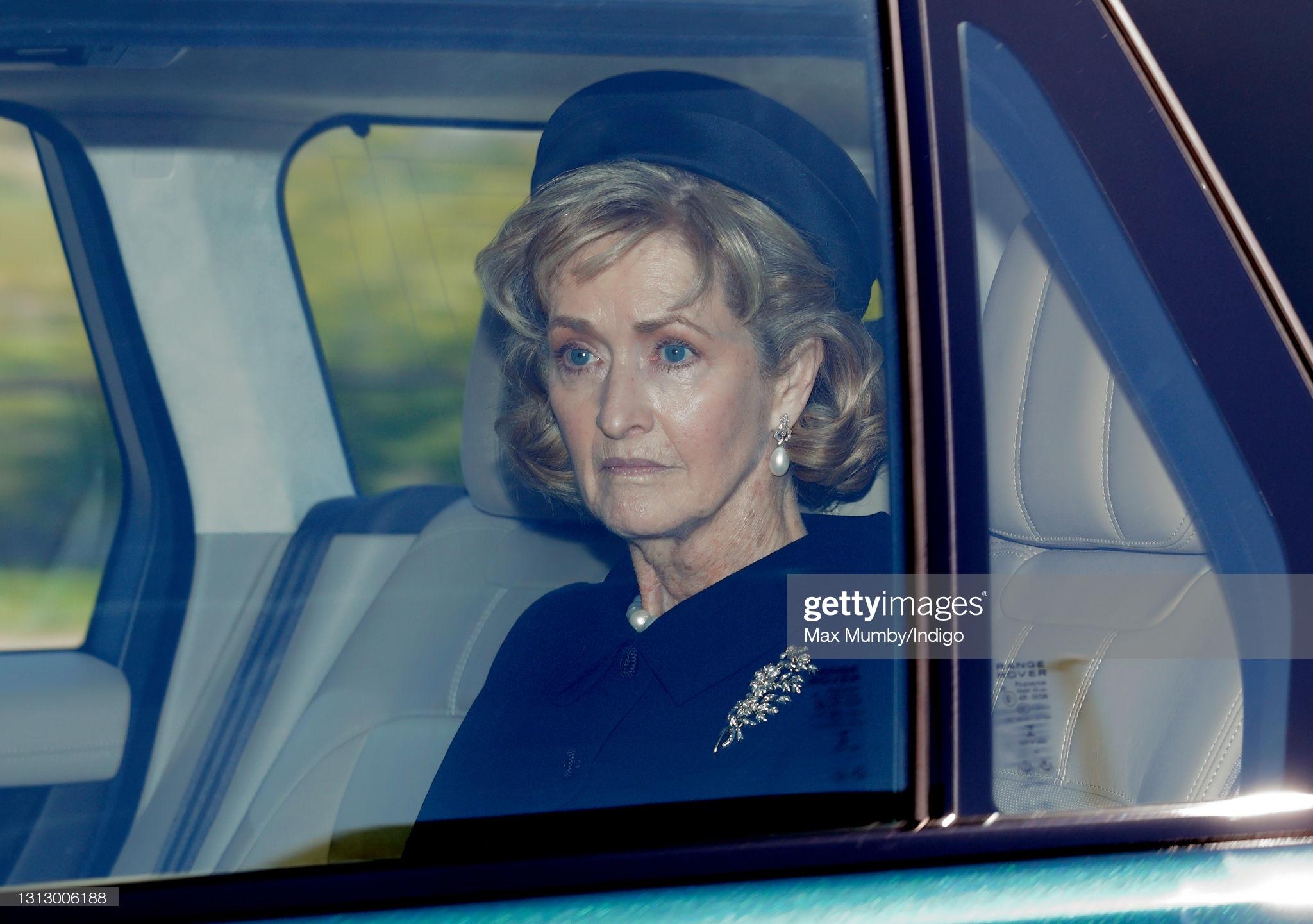 Người phụ nữ thầm lặng trong lễ tang Hoàng tế Philip: Bạn tâm giao kém 32 tuổi của người quá cố, đẹp hơn cả Nữ hoàng Anh và Kate Middleton  - Ảnh 1.