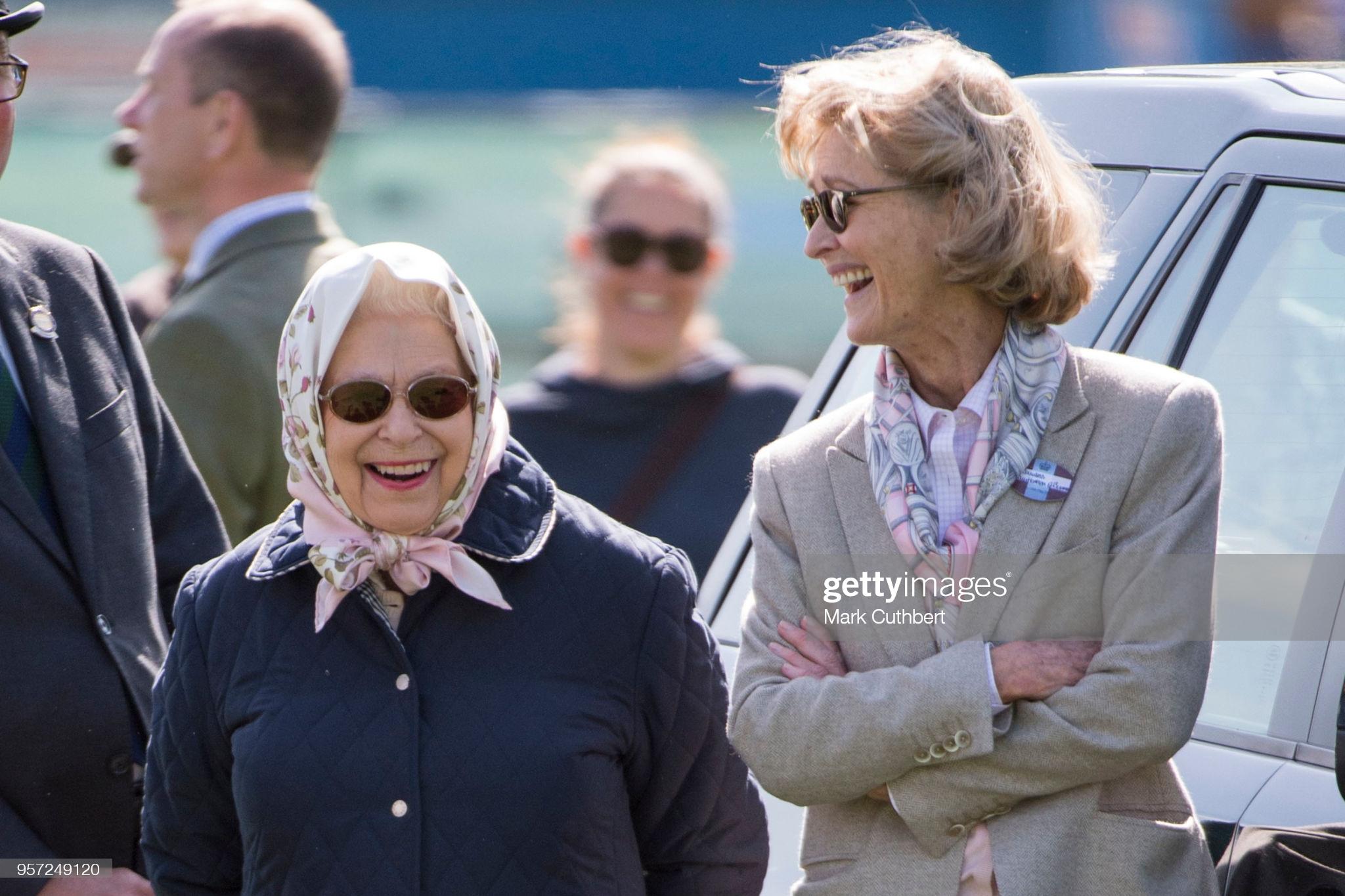 Người phụ nữ thầm lặng trong lễ tang Hoàng tế Philip: Bạn tâm giao kém 32 tuổi của người quá cố, đẹp hơn cả Nữ hoàng Anh và Kate Middleton  - Ảnh 4.
