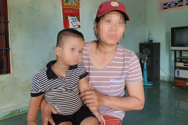"""Vụ bé trai 2 tuổi và mẹ bị đổ phân lên người: Chủ nợ đe dọa """"thằng nhỏ đi nhà trẻ... cô kêu giang hồ bắt"""" - Ảnh 6."""