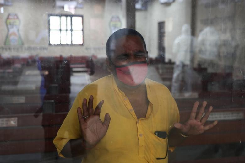 Hình ảnh nhói lòng trong những lò hoả táng bệnh nhân Covid-19 không ngừng rực lửa ở Ấn Độ, số bệnh nhân tăng cao kỷ lục,  - Ảnh 17.