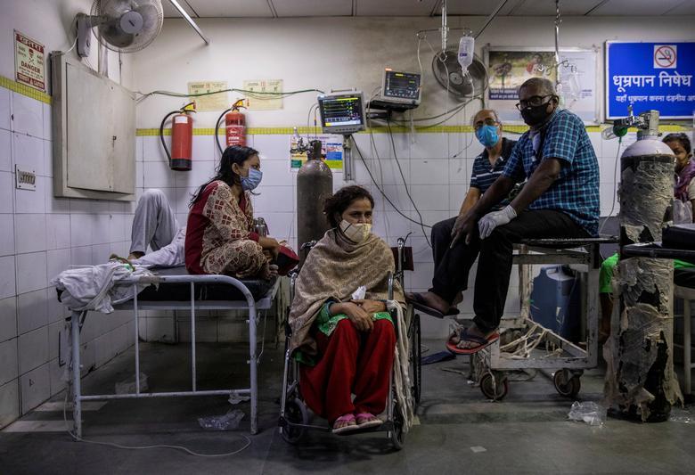 Hình ảnh nhói lòng trong những lò hoả táng bệnh nhân Covid-19 không ngừng rực lửa ở Ấn Độ, số bệnh nhân tăng cao kỷ lục,  - Ảnh 19.