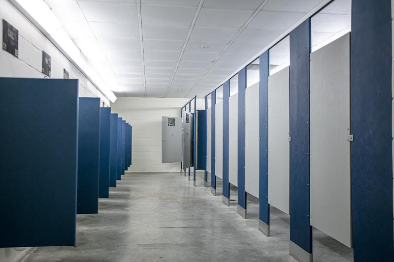 Cảnh báo nguy cơ lây nhiễm bệnh khi xả nước tại các nhà vệ sinh công cộng - Ảnh 1.