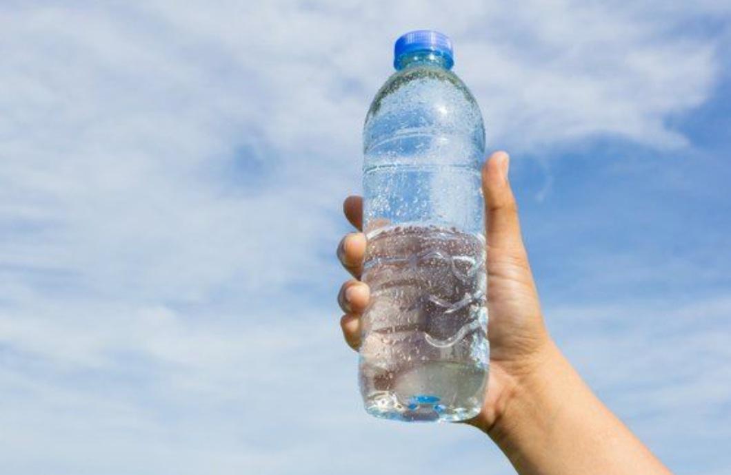 Gái Nhật có cách giúp vòng 3 săn chắc nảy nở chỉ nhờ bài tập với chai nước 5 phút mỗi ngày - Ảnh 4.