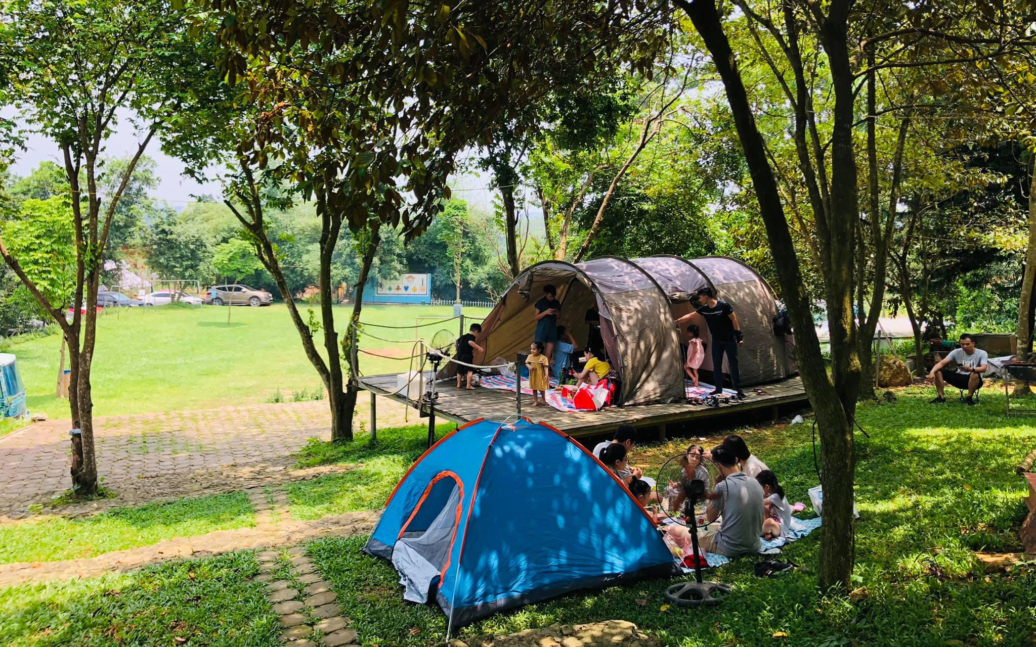 Hà Nội: Mách 3 địa điểm cắm trại cực nổi có dịch vụ trọn gói 2N1Đ cho gia đình 4 người, giá không quá 2 triệu đồng
