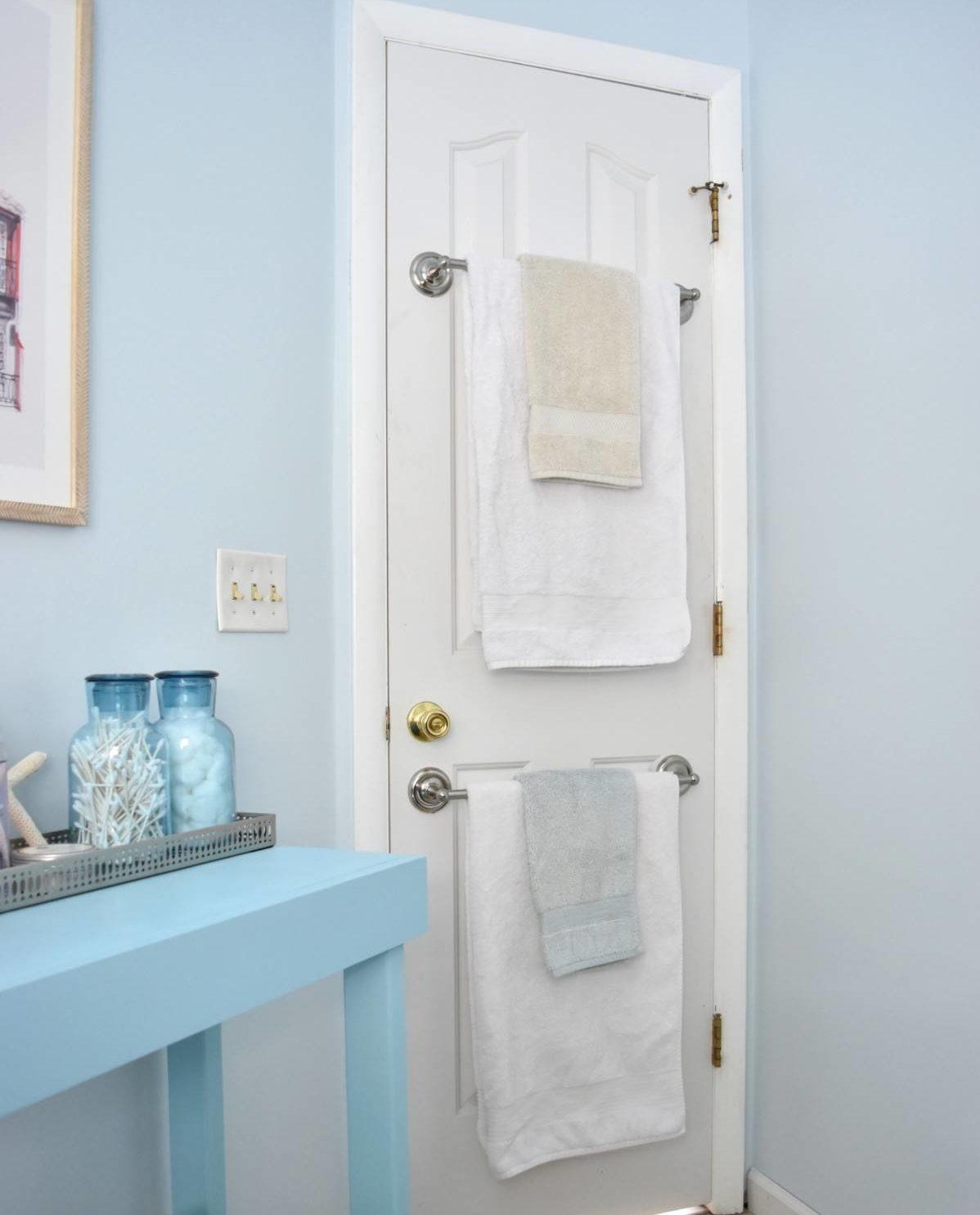 Ý tưởng lưu trữ khăn tắm thông minh giúp không gian vừa gọn gàng vừa sang trọng - Ảnh 2.