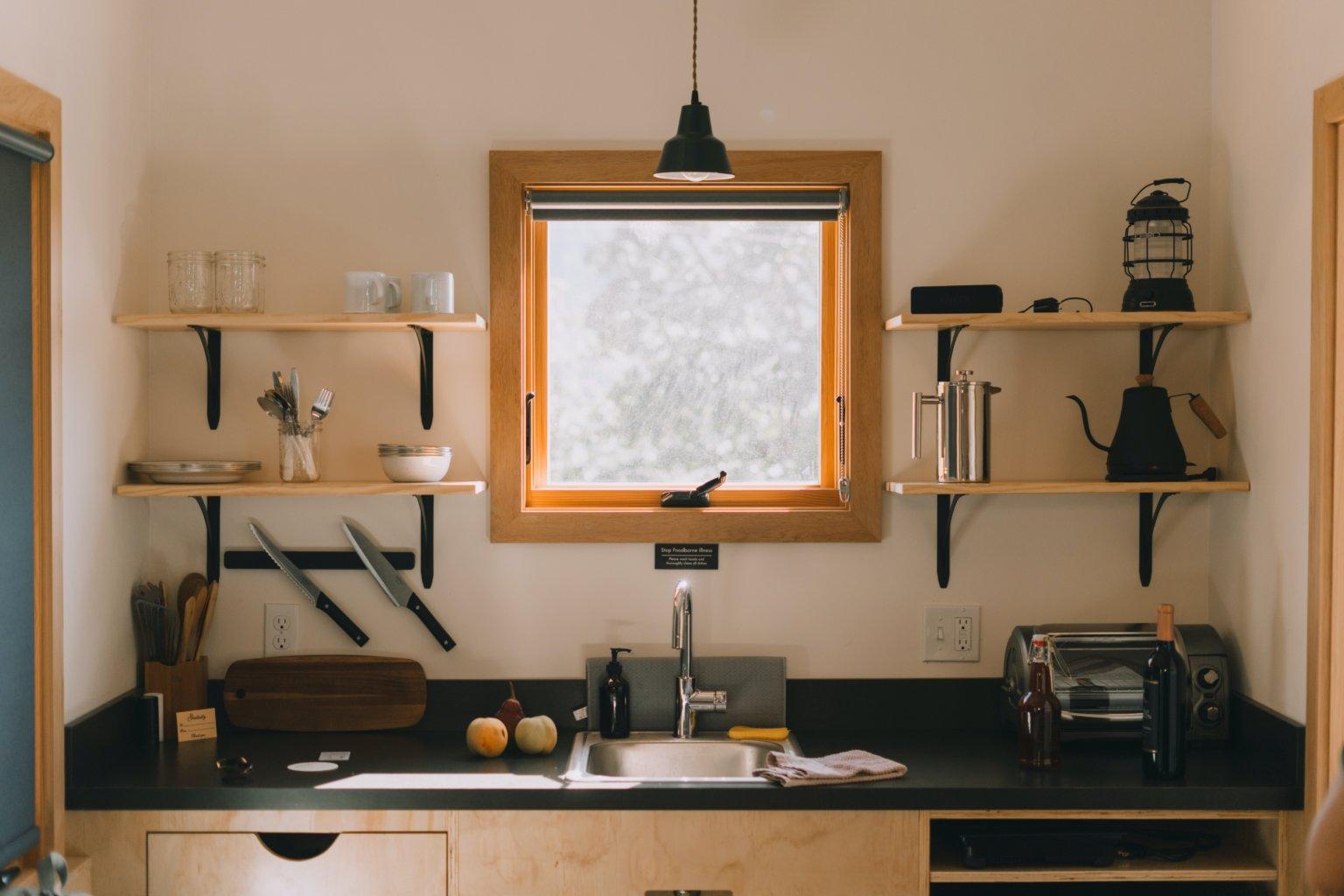 Căn bếp cá tính và cuốn hút nhờ decor tường ấn tượng - Ảnh 9.