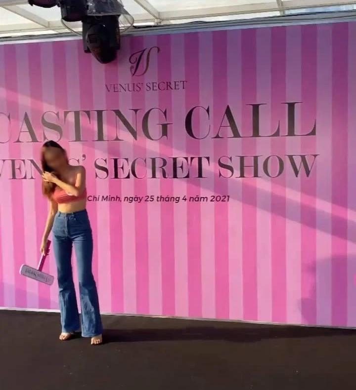 Show tuyển gà của Vũ Khắc Tiệp trông chẳng khác mấy show của Victorias Secret - Ảnh 1.