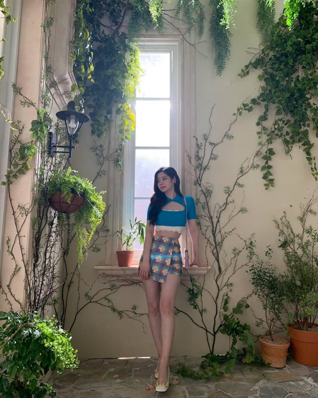 Stylist của Twice xuất sắc bất ngờ, có màn biến tấu cực đỉnh khi Dahyun diện kiểu áo na ná Jessica - Ảnh 6.