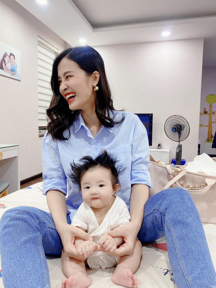 Tranh thủ Đông Nhi vắng nhà, Ông Cao Thắng lén trổ tài làm stylist cho con nhưng kết quả nhìn mà hờn thay Winnie! - Ảnh 7.
