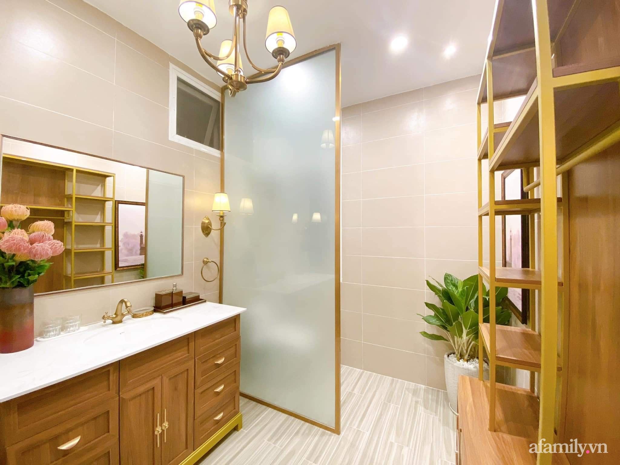 Lột xác phòng ngủ cũ kỹ thành không gian đẳng cấp 5 sao dành cho cặp vợ chồng U70 chỉ trong 2 tuần ở Sài Gòn - Ảnh 21.