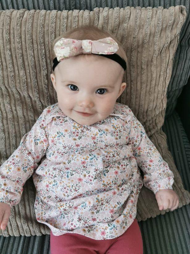 Thấy con 1 tuần tuổi trớ ra sữa màu xanh, bà mẹ đưa con đi khám rồi kinh hoàng nghe bác sĩ báo hãy chuẩn bị tinh thần - Ảnh 2.