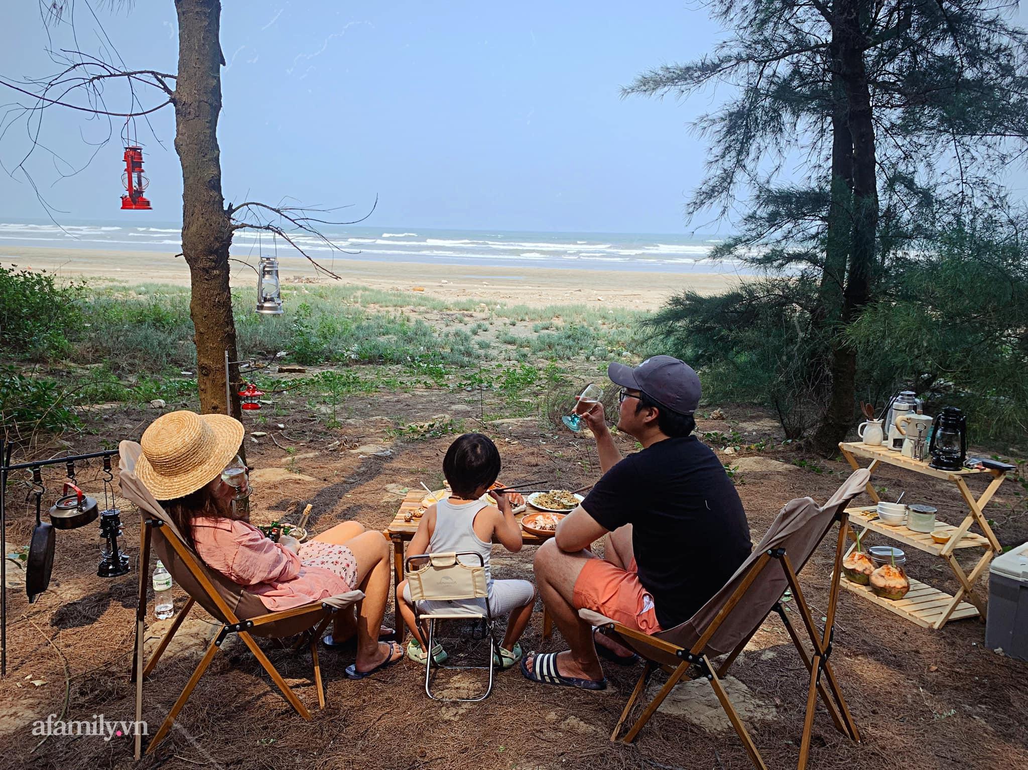 Nghỉ lễ 30/4 nhiều gia đình chắc sẽ chọn đi camping, nhưng làm thế nào để thật chill và thoải mái thì cũng là việc khá đau đầu - Ảnh 3.