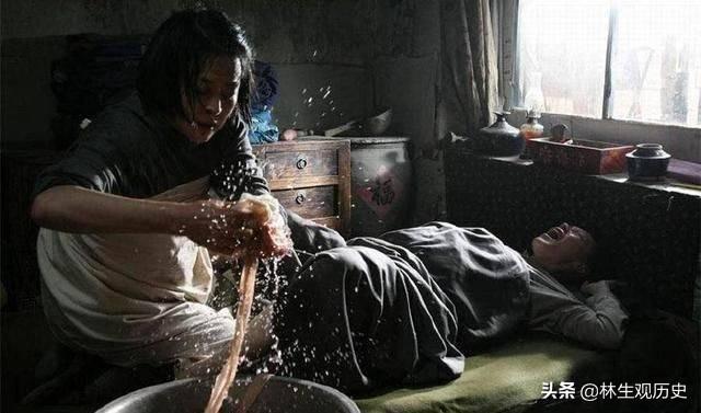 Xem phim thấy mỗi lần có người đẻ, bà mụ liền bắt đun nước nóng là vì sao? Tìm hiểu xong mới biết mẹ bầu ngày nay thật hạnh phúc - Ảnh 3.